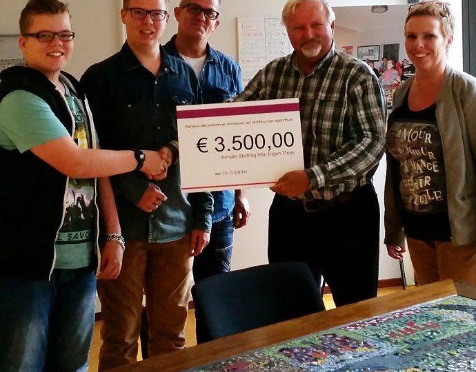 Stichting Mijn Eigen Thuis schenkt Stichting De Zuidplas € 3.500,00