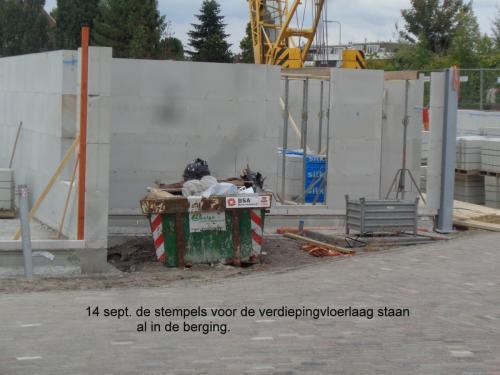 12 september - eerste rij blokken wordt gelijmd