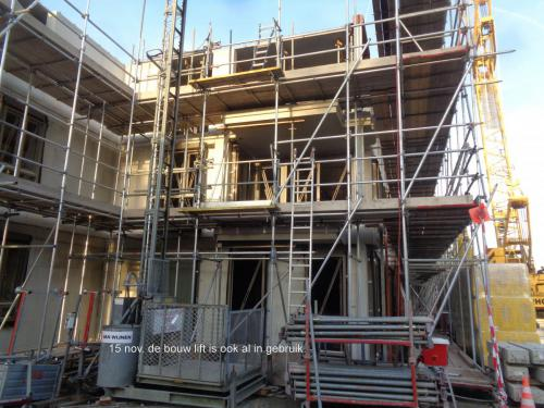 15 november 2018: de bouwlift is ook al in gebruik