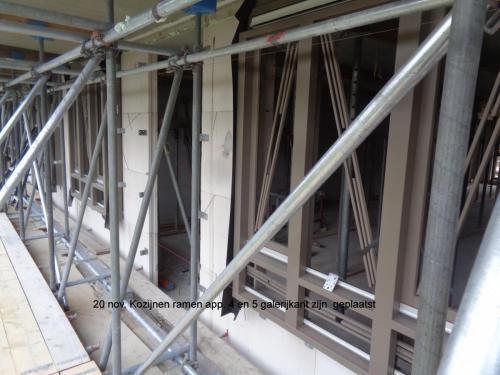 20 november 2018: kozijnen ramen appartement 5 galerijkant zijn geplaatst