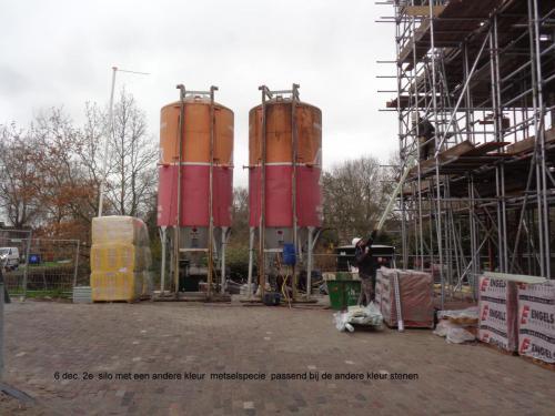 6 december 2018: 2e silo met andere kleur metselspecie passend bij andere kleur steen
