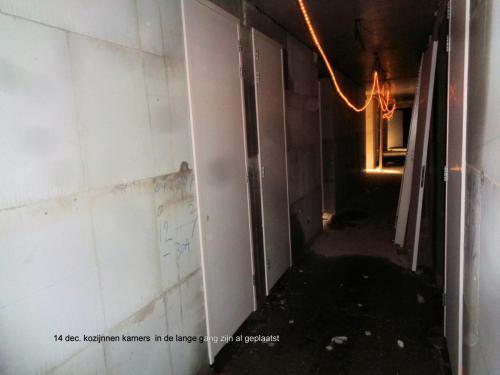 14 december 2018: kozijnen kamers in de lange gang zijn al geplaatst
