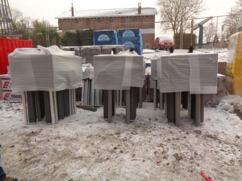24 januari 2019: de schoorsteenpijpen staan klaar