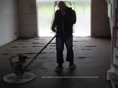 29 januari 2019: egaliseren van de vloer met grote schuurschijf
