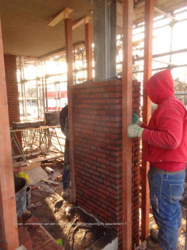 29 januari 2019: ommantelen van metalen balkonondersteuning appartement 7
