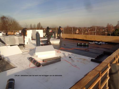 29 januari 2019: dakdekkers aan het werk met het leggen dakisolatie