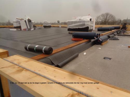 5 februari 2019: Ong 1/3 deel dak op 3e etage is gedekt
