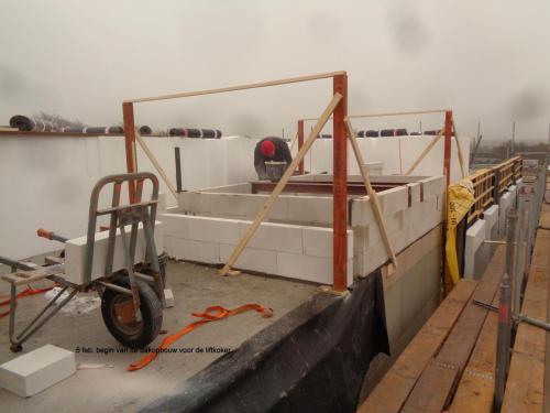 5 februari 2019: begin van de dakopbouw voor de liftkoker