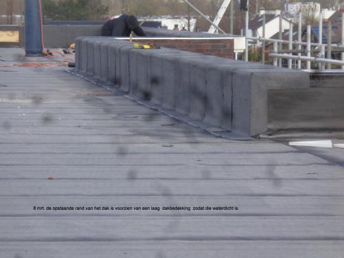 8 maart 2019: opstaande rand dak voorzien van dakbedekking