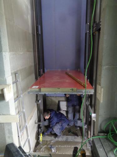 25 maart 2019: drukke werkzaamheden aan de lift
