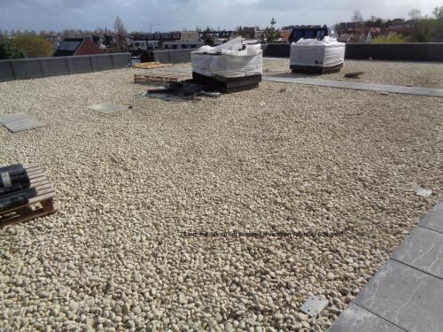 25 maart 2019: dak van zorgdeel voorzien van mooi licht grind