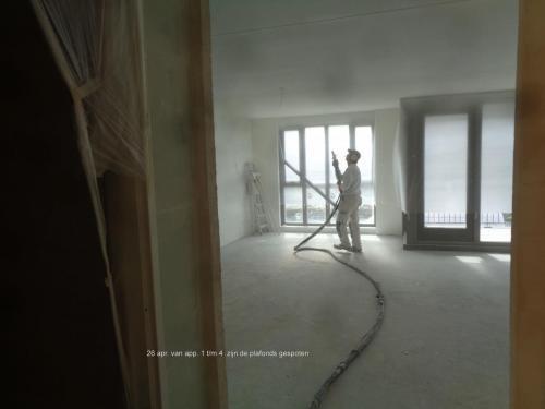 26 april 2019: spuiten plafonds appartementen 1 t/m 4