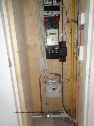6 mei 2019: meterkast met alle aansluitingen: gas, water, licht & slimme meter